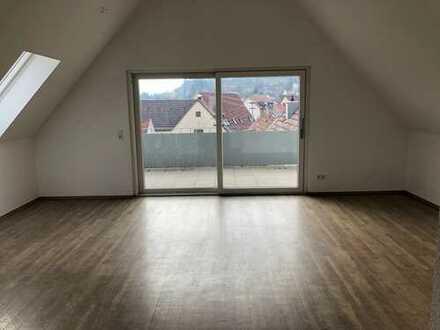 Schick und modern: 2-Zimmer-Wohnung im DG mit perfekter Aussicht!