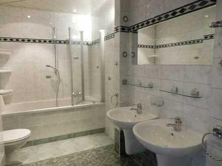 Sie suchen eine sonnige 3 Raum Wohnung mit Balkon in Annaberg.....