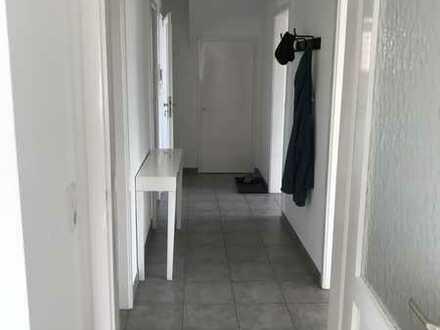 Sanierte Wohnung mit drei Zimmern sowie Balkon und EBK in Ostfildern Ruit