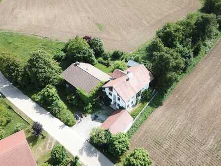 Großes Anwesen (2 Einfamilienhäuser) in ruhiger, dörflicher Ortsrandlage ca. 10 km v. BMW/Dingolfing