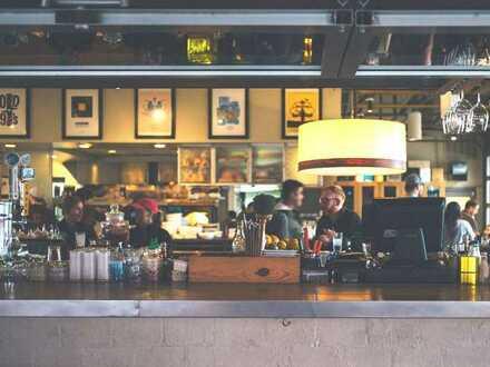 Großflächiges Restaurant mit Terrasse am Wehrhahn