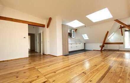 Lichtdurchflutetes Dachgeschoss mit eigener Dachterrasse !