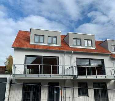 Großes Haus mit Garten und Balkon. Einzelgarage und Stellplatz- ERSTBEZUG !