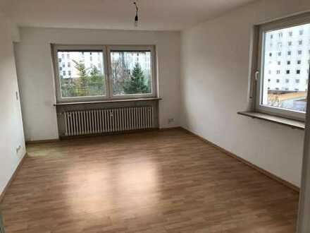Gepflegte Wohnung mit vier Zimmern sowie Balkon und Einbauküche in Würzburg