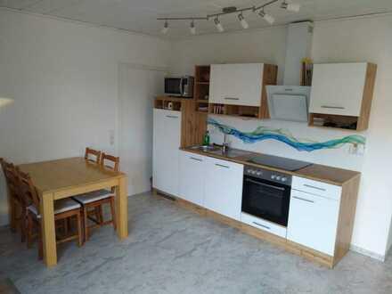 Ruhige & helle 2 Zimmer Wohnung (65m2) mit Südterrasse und Gartenanteil in Daisendorf/ Meersburg
