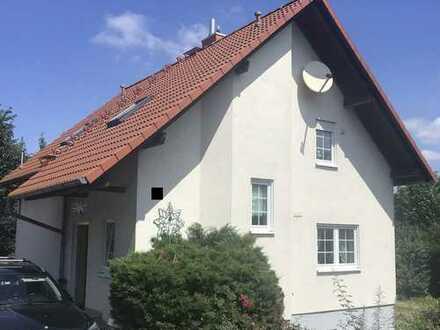Massives Einfamilienhaus mit Einliegerwohnung - Wohnflächenerweiterung möglich