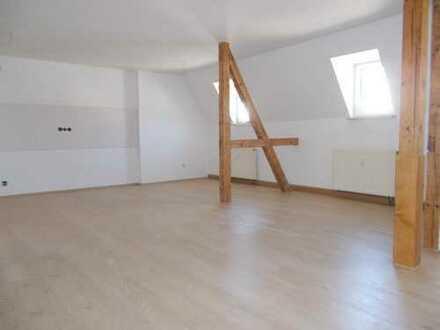 Falkenstein: Geniale Wohnung im ruhigen DG, offene Küche, Dusche, Eckbadewanne, Tageslichtbad