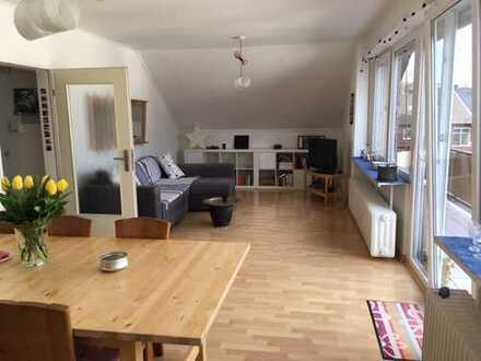 Modernisierte 3-Zimmer-DG-Wohnung mit Balkon in Bornheim-Walberberg