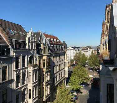 Traumhafte Altbauwohnung mit riesiger Dachterrasse im Agnesviertel