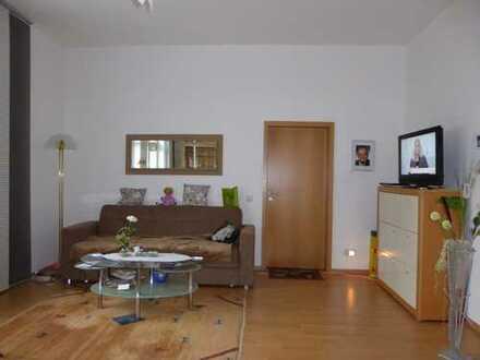 Großzügige helle 2-Raum Wohnung