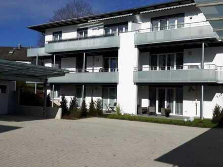 Neuwertige Wohnung mit drei Zimmern sowie Balkon und Einbauküche in Zimmern
