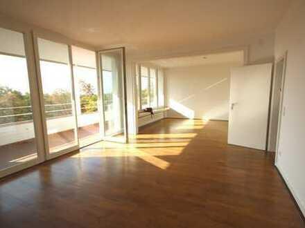 Traumblick über Düsseldorf: Großzügige 3-Zimmer-Wohnung mit großem Balkon in Düsseldorf-Golzheim