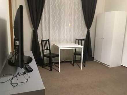 Von Privat: 1-Zimmer-Wohnung mit Einbauküche in Potsdam