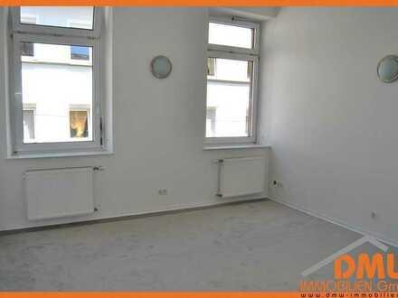 Renovierte u sanierte 2 ZKB-SINGLEWOHNUNG, Bad m Du., Singleküche, Keller, PKW-Stellpl.