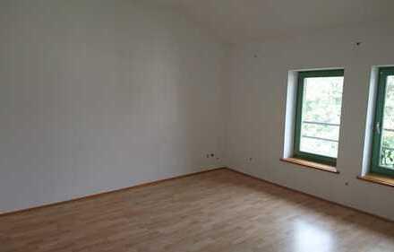 Zimmer in Traumhafter Altbauwohnung am Ostorfer Ufer zu vergeben