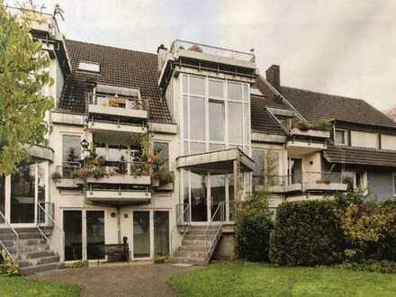 Neuwertige Eigentumswohnung in unmittelbarer Rheinlage mit Blick ins Grüne - 2 Balkone und Garage