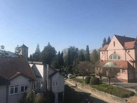 Seniorenwohnung!!!! Gepflegte 2-Zimmer-Dachgeschosswohnung mit Balkon und Einbauküche in Gengenbach