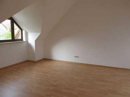 Schöne, geräumige ein Zimmer Wohnung in Augsburg, Pfersee