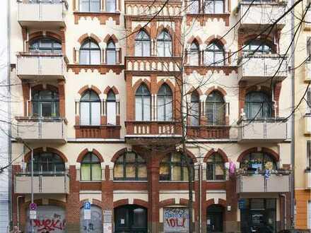 Kapitalanlage! 2-Zimmer-Altbau-Wohnung unweit der Warschauer Straße in Friedrichshain!