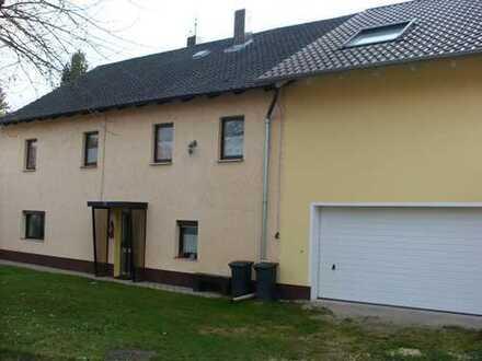 Schönes, geräumiges Haus mit fünf Zimmern zentral gelegen nähe Straubing und Regensburg!