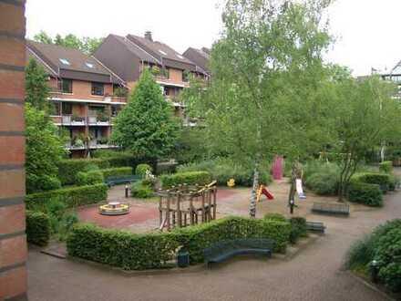 Helle, familienfreundliche 4-Zimmerwohnung mit Tageslichtbad in zentraler Lage von Köln-Weiden!!