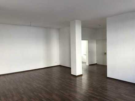 Großzügige 3 Zimmer Wohnung