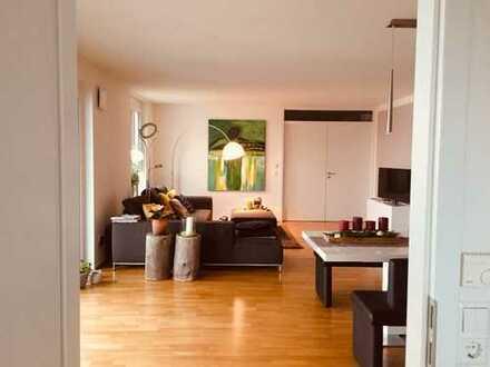 Neuwertige 4-Zimmer-Wohnung mit Balkon und EBK in Günzburg