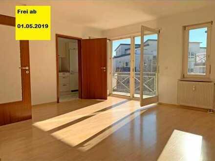 PROVISIONSFREI!!!Stilvolle, modernisierte 2-Zimmer-Wohnung mit Balkon und Einbauküche in Leonberg