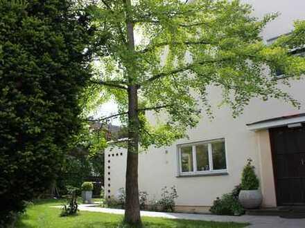 Freistehendes Einfamilienhaus mit Stil und viel Potential!