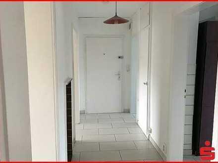 Zentral gelegene 3 Zimmer-Wohnung mit Südwestbalkon und PKW-Stellplatz im Hof.