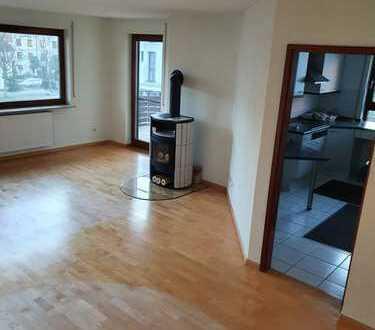 Sonnige, ruhige 3,5-Zi-ETW mit Balkon, EBK, Kaminofen, Bad/WC, sep. WC; TG-Stellplatz optional