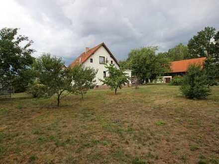 Einfamilienhaus mit zusätzlich 1.100 m² Bauland für Ein- und Zweifamilienhäuser!