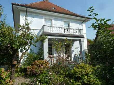 Zentrumsnahe, freistehende Villa, 170 qm WF, 700 qm Grundstück mit parkähnlicher Außenanlage