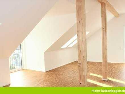 Großzügige 2-Zimmer-Dachgeschosswohnung mit Aufzug