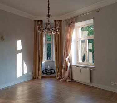 Stilvolle, luxuriös ausgestattete 4-Zimmer-Altbauwohnung in Beletage, zentrale Lage