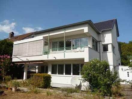 Gartenliebhaber aufgepasst! Schöne 3-Zimmer-Wohnung mit Balkon, Garten und Garage
