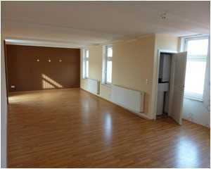 Arnstadt, Stadtmitte - Großzügige, helle 2-Zimmer-Wohnung mit Dachterasse