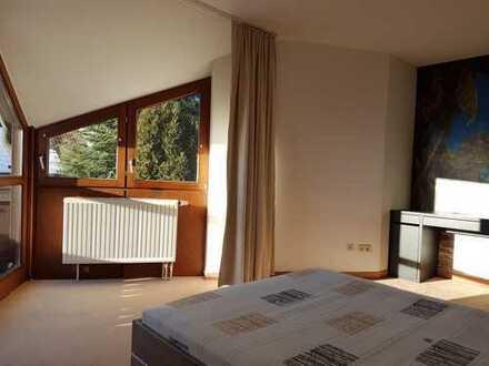 Möbliertes WG-Zimmer mit Balkon