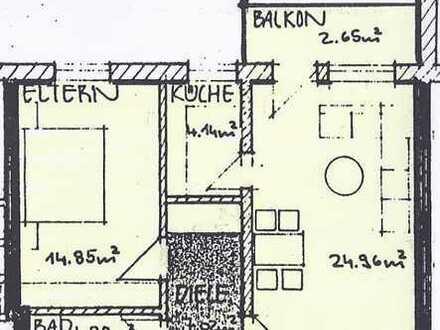 sonnige 2-Zimmer-Erdgeschosswohnung mit eigenem Gartenanteil, EBK und TG-Stellplatz