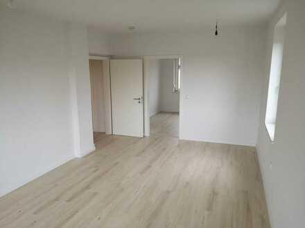 Erstbezug nach Sanierung: freundliche 3-Zimmer-Wohnung in Röderau mit optinaler Garage