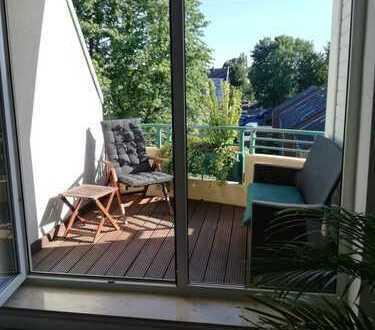 Exklusive, modernisierte 2-Zimmer-Dachgeschosswohnung mit Balkon und EBK in Neuss (Rhein-Kreis)