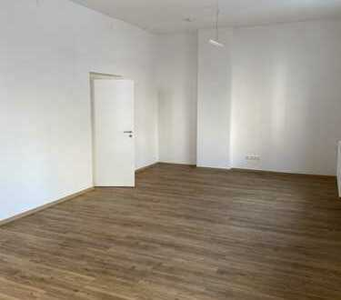 Erstbezug nach Komplett-Renovierung: Attraktive 3-Zimmer-Erdgeschosswohnung