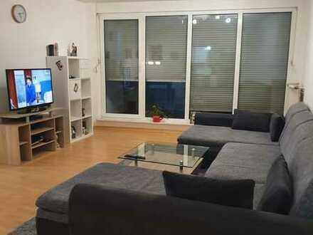 Schöne Wohnung mit Einbauküche und Balkon