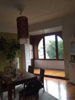 Stilaltbaucharme! Großzügige Wohnetage mit 2 Balkonen! Einbauküche!