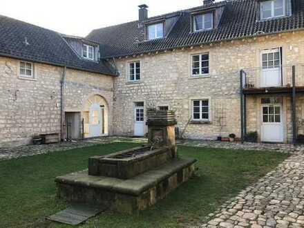 Schöne großzügige Wohnung auf einem denkmalgeschützen Vierkanthof in Aachen - Laurensberg