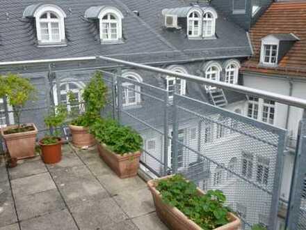 Haus & Grund Immobilien GmbH - 3ZKB im Dachgeschoss mit großem Balkon in zentraler Lage