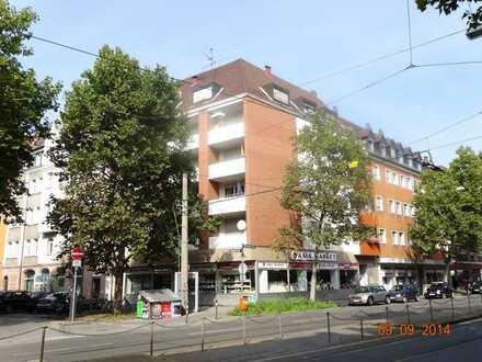 ## NEU ## Herrliche 2 Zimmer Dachgeschosswohnung mit Aufzug - zentral gelegen frei werdend