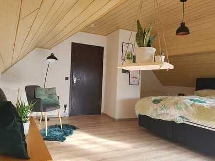 Preiswerte, modernisierte 5-Zimmer-Doppelhaushälfte/Wohnung mit Terrasse und Einbauküche in Mörsfeld