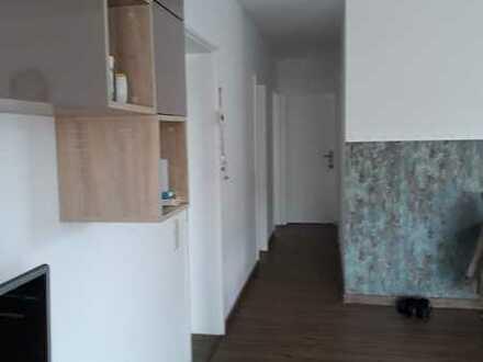 Sanierte Wohnung mit vier Zimmern sowie Balkon und EBK in Moers-Vinn