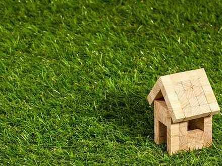 Kleines Einfamilien-Reihenhaus mit großem Grundstück